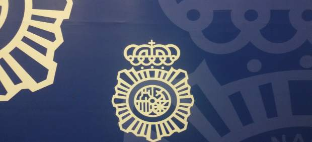 Nota De Prensa 'Un Policía Nacional Fuera De Servicio Auxilia A Un Varón Que Aca