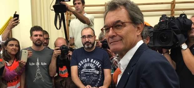 Artur Mas vota en el referéndum del 1-O.