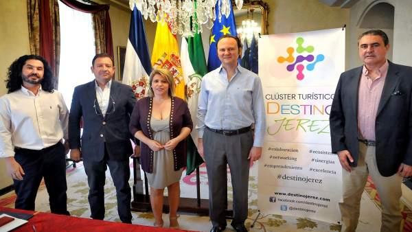 La alcaldesa de Jerez firma un convenio con el Cluster Turístico