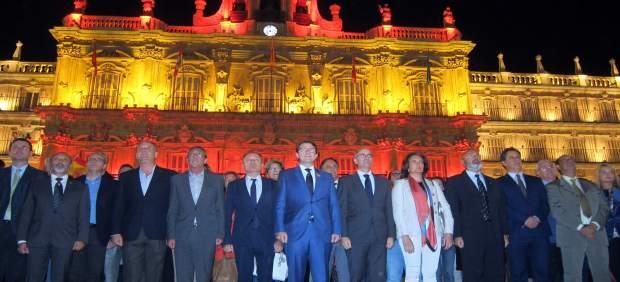 Plaza Mayor de Salamanca iluminada con los colores de la bandera