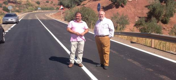 Visita de José Castro a actuación en la carretera de Vilches (Jaén)