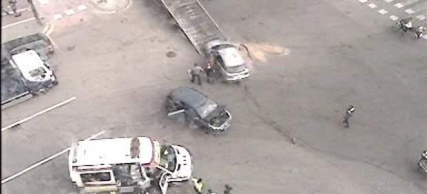 Accidente entre dos coches frente al Bioparc de València