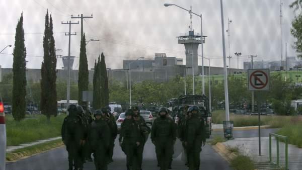 Fuerza Civil de Nuevo León, a las puertas del penal de Cadereyta