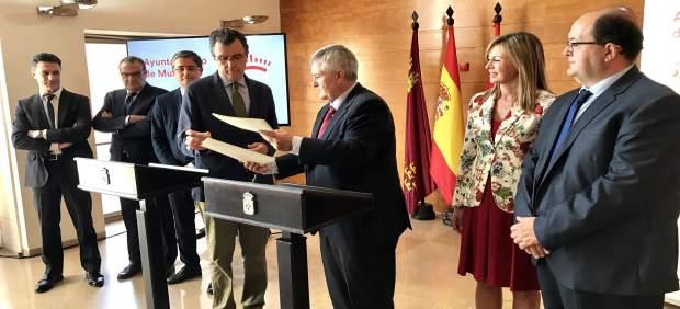 Imagen de la suscripción del acuerdo