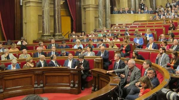 El pleno del Parlament antes de la declaración del president Carles Puigdemont.