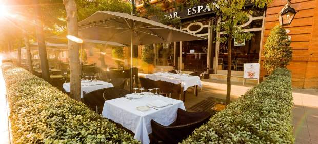 Entre los Jardines de Murillo y la calle San Fernando,  Terraza Bar España.