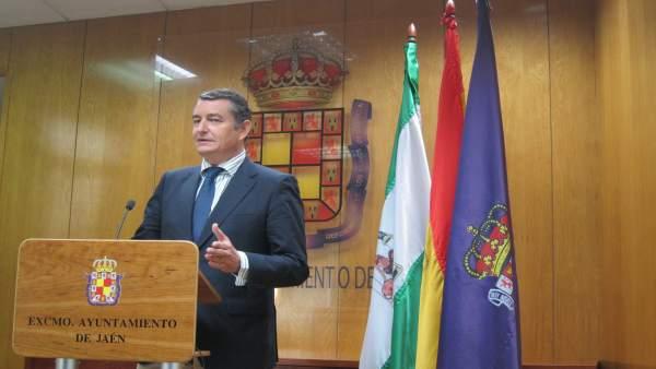 Antonio Sanz en la rueda de prensa.