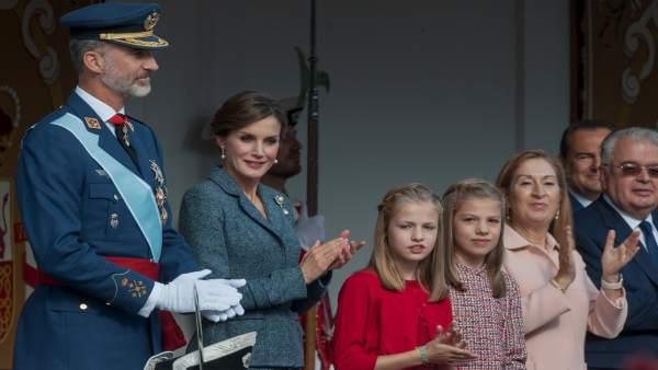 La familia real en el 12 de octubre