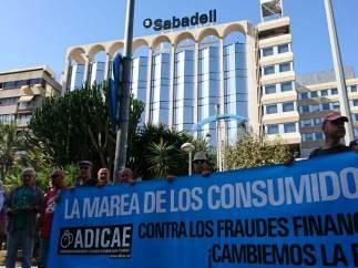 Concentración ante el Sabadell