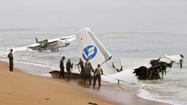 Un avión charter Valan Air se estrelló contra el mar justo después de despegar de Abiyán durante una tormenta.