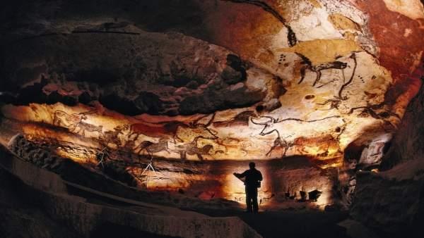 Np Investigación Cueva De Lascaux