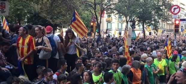 Los medios extranjeros cambian el discurso sobre Cataluña y se fijan en las 'fake news'