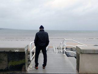 Observando el mar antes de la tormenta
