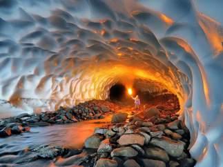 Cueva de hielo del volcán Mutnovsky