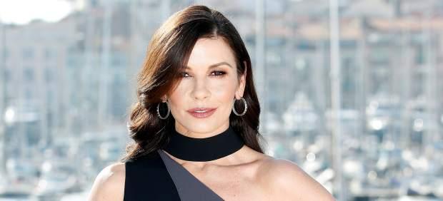 La actriz Catherine Zeta-Jones posa en el MITCOM de Cannes.