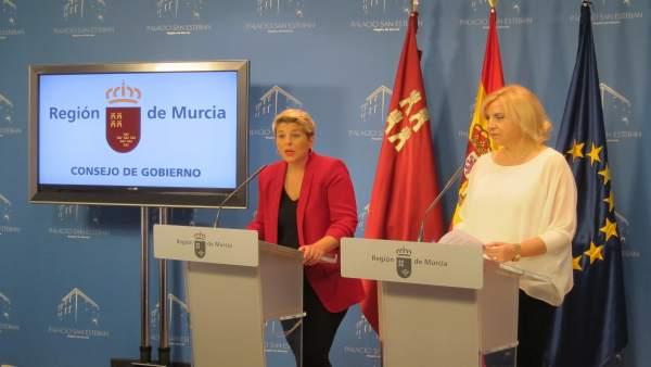 Noelia Arroyo, a la izquierda de la imagen, en la rueda de prensa