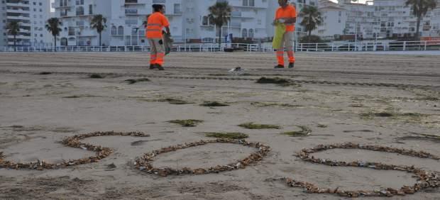 La recogida de colillas en las playas de El Puerto