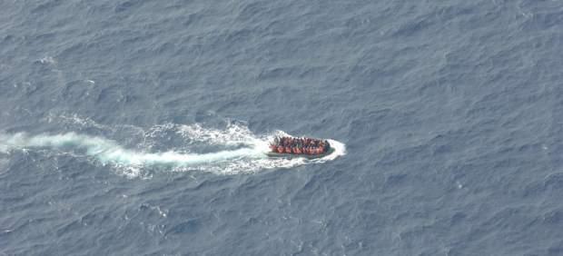Patera con 55 personas rescatados por Salvamento Marítimo