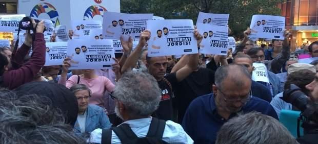 Manifestación en València contra las detenciones de Sánchez y Cuixart