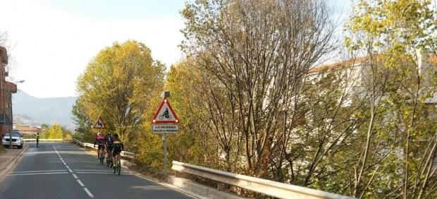 La DGT prueba un sistema que detecta a los ciclistas y alerta a los conductores