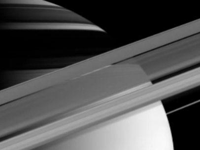 Siete lunas de Saturno contienen su anillo A