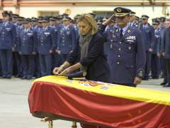 Condecoran a título póstumo al teniente fallecido en el F-18
