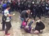 Decenas de heridos durante las cargas policiales del 1-O