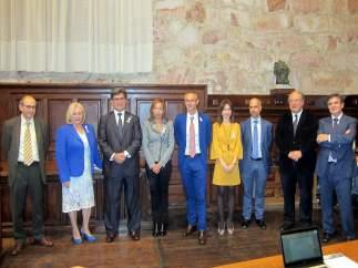 Salamanca.- Ricardo Rivero (centro) junto al equipo con el que se presenta