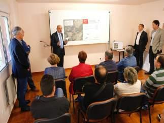 Mazón presenta en Soba el proyecto de la carretera de acceso a La Busta