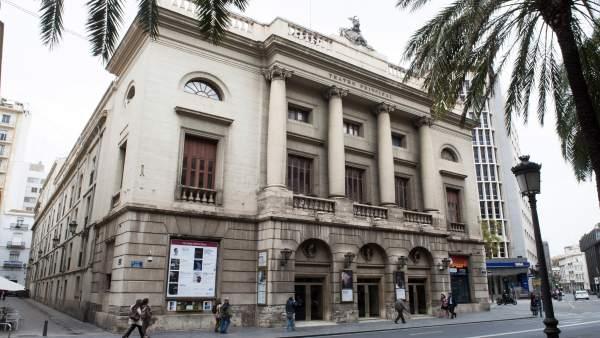 La diputaci n de valencia rehabilitar la fachada del for Teatro principal valencia