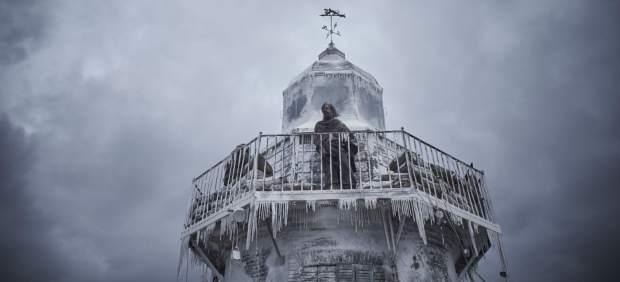 Crítica de 'La piel fría': Una aventura de fantasía casi tan gélida como su título