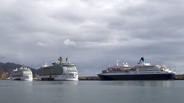 Cruceros en el puerto de Santa Cruz