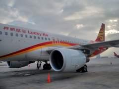Otra anciana obliga a cancelar un vuelo en China tras tirar monedas al motor