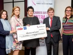 'Stop Violencia de Género Digital' recibe los 15.000 € recaudados en la carrera 'Hay Salida'