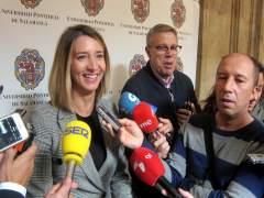 Alicia García atiende a los medios en Salamanca