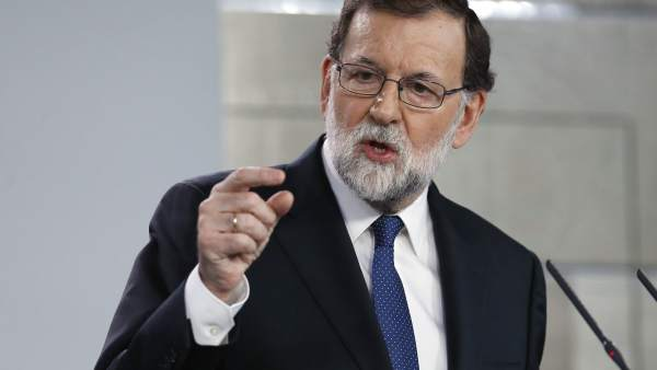 Rajoy anuncia el cese de Puigdemont y el Govern