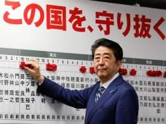 Abe arrasa en las elecciones japonesas