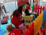 Cruz Roja presta atención a un grupo de niños