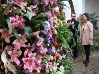 La alcaldesa visita el Festival Internacional de las Flores (Flora)