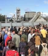 La plataforma Córdoba Aire Limpio se concentra ante la cementera Cosmos