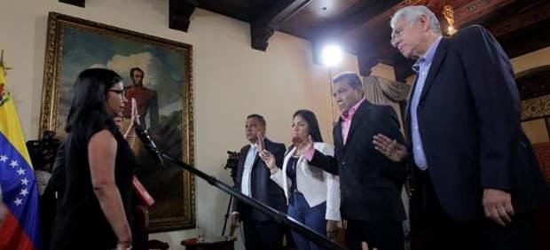 Juramento de gobernadores opositores en Venezuela