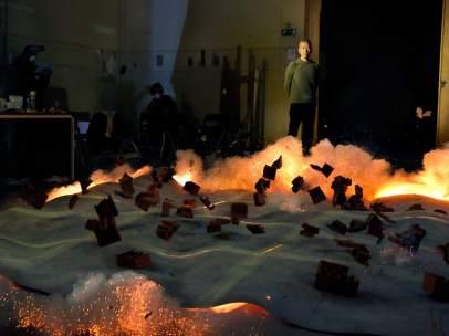 Ignición durante la creación con pólvora de una de las pinturas en el Salón de Reinos. Madrid, 2017
