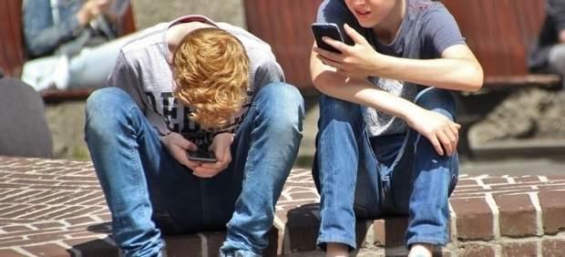 Menores con móviles