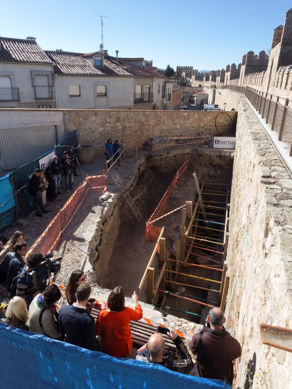 Excavaciones confirman el origen romano de la muralla de vila for Kuchenzeile 2 10 m