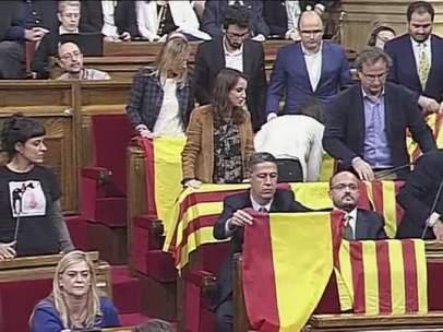 El PPC despliega banderas de España