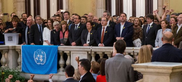 El Parlament declara la DUI a ritmo de 'Els Segadors'