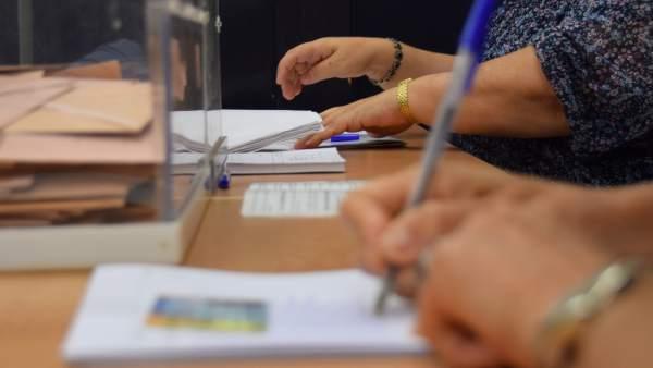 Colegio electoral, urnas, votación, elecciones generales, mesa electoral.