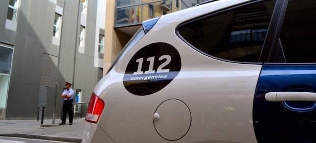 Un coche de los Mossos delante de la comisaria de Ciutat Vella.