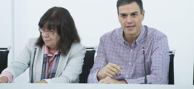 Cristina Narbona, presidenta del PSOE, y Pedro Sánchez, secretario general.