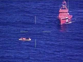 Patera con 56 subsaharianos localizada desde el avión Condor II del Frontex